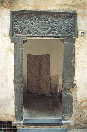 Taggia: antico portale in ardesiaTaggia: ancient slate portal