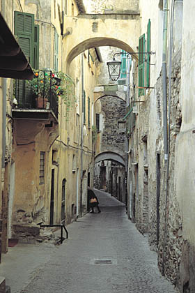 Taggia: vicolo del centro storicoTaggia: alley of the old town
